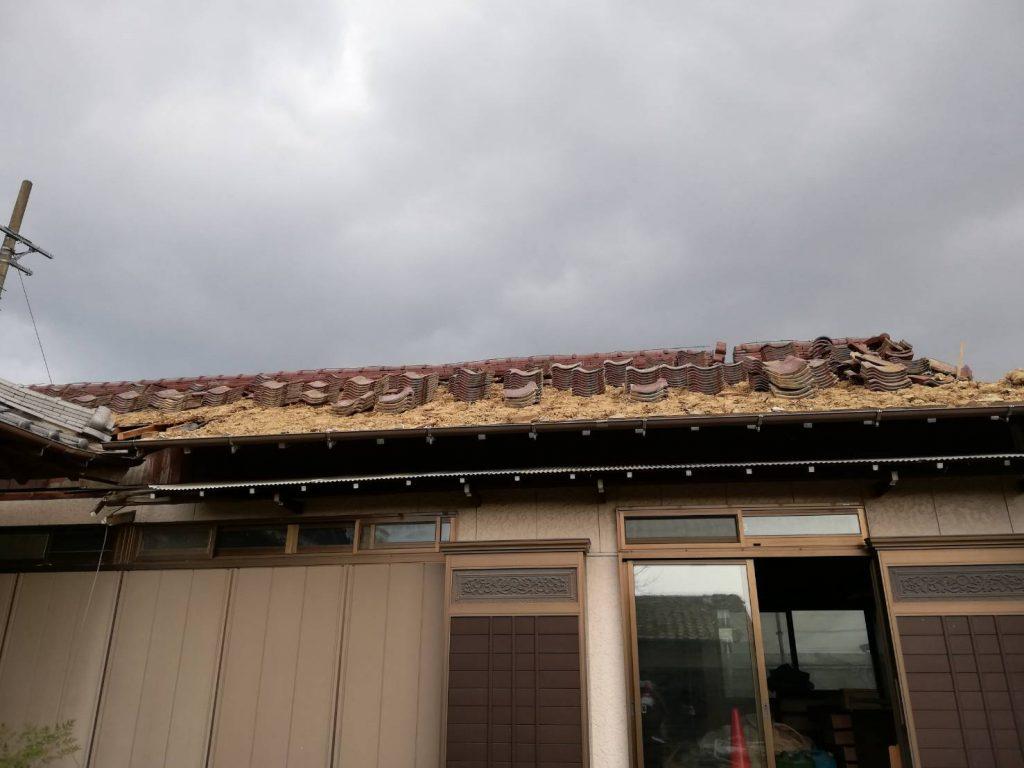 稲沢の現場の瓦屋根の解体の様子